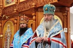 Архиереи Новосибирской Митрополии совершили богослужение в храме на святом источнике в Ложке