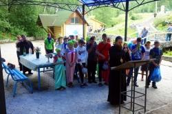 Епископ Филипп с детьми Православного лагеря  посетил святой источник в Ложок (видео)