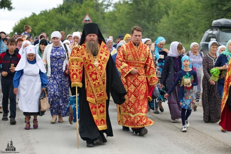 В Искитиме прошел крестный ход в честь Царственных Страстотерпцев