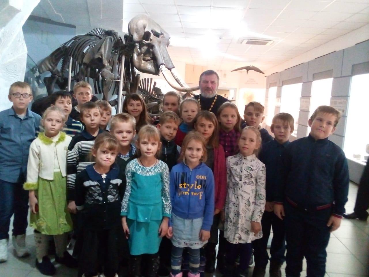 Ученики воскресной школы прихода в честь иконы Божией Матери «Живоносный Источник» посетили Музей природы