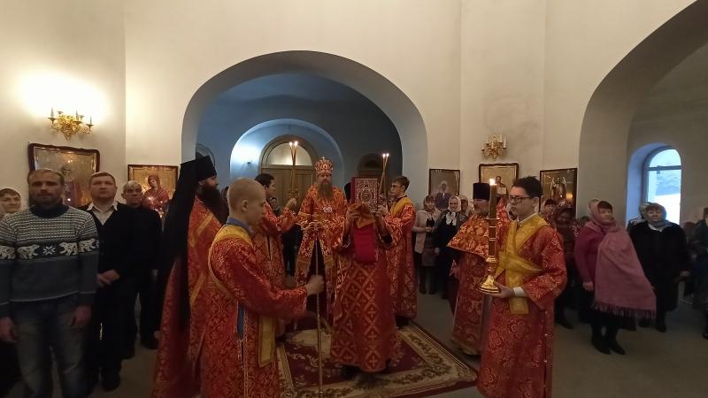 В день памяти новомучеников и исповедников Церкви Русской управляющий Искитимской епархией совершил Божественную литургию в храме на Святом Источнике